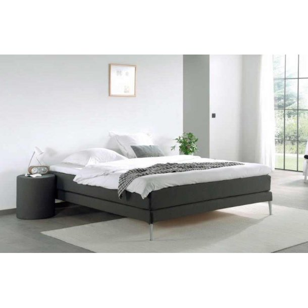 edition continental 180x200 cm med tyk latex topmadras og ben st tteben continentalsenge. Black Bedroom Furniture Sets. Home Design Ideas